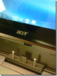 Acer Iconia W500 Docking Station USB closeup